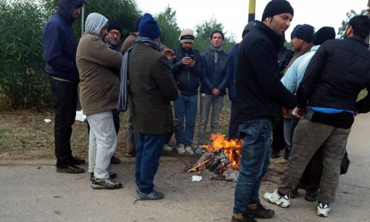 Ένταση με τους πρόσφυγες στην Μαλακάσα: Απειλούν να κάψουν τις σκηνές για να ζεσταθούν