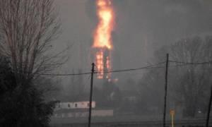 Ιταλία: Μεγάλη έκρηξη σε διυλιστήριο - Φόβοι για περιβαλλοντική ρύπανση (vid)