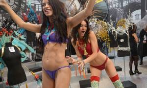 Αντριάνα Λίμα - Κάιλι Τζενέρ: Αισθησιακά παιχνίδια από το πιο σέξι δίδυμο (photos)