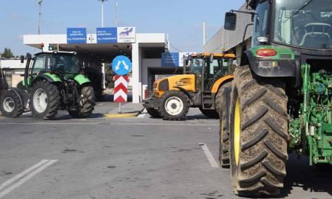 Customs office at Greek-Skopje border closed by farmers