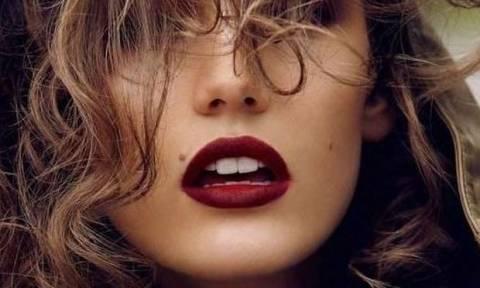 Velvet lips: Πώς θα πετύχεις αυτό το trend στα χείλη σου σε λιγότερο από 1'!