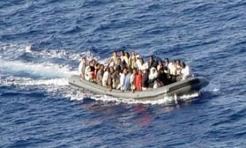 ΜΕΤΑΝΑΣΤΕΣ ΠΩΜΟΣ: Η κακοκαιρία δυσχεραίνει το έργο - Τι ώρα αναμένεται να φτάσει το σκάφος