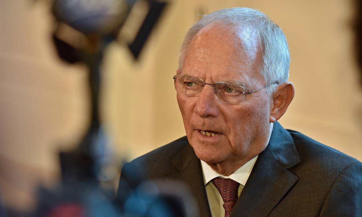 Ο Σόιμπλε «απασφαλίζει» και εκβιάζει την Ελλάδα: Ή μέτρα ή αλλιώς Grexit