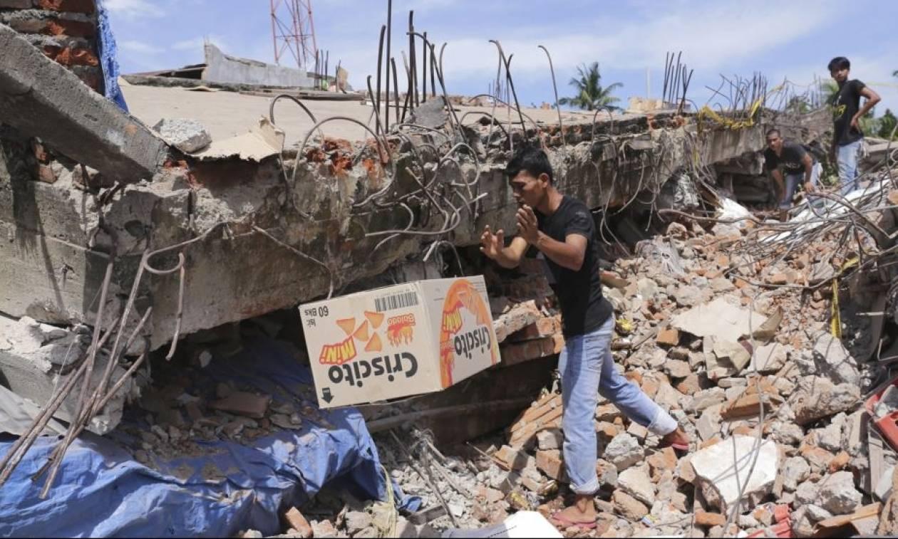 Αγώνας δρόμου στην Ινδονησία για τον εντοπισμό επιζώντων - Περισσότεροι από 100 νεκροί