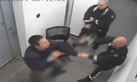 Με προεδρική χάρη αποφυλακίζονται οι αστυνομικοί που ξυλοκόπησαν πολίτη στην Πόλη Χρυσοχούς