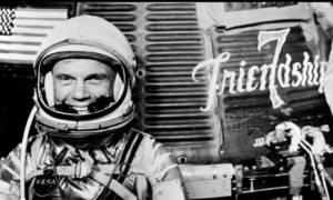 Πέθανε σε ηλικία 95 ετών ο πρώτος Αμερικανός που μπήκε σε τροχιά γύρω από τη Γη (pics)