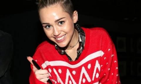 Ugly Christmas: Oι stars του Hollywood φωτογραφίζονται με τα πιο άσχημα χριστουγεννιάτικα πουλόβερ