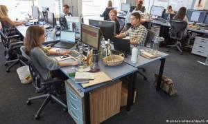 Ιαπωνία: Πολλοί μαζί στο ίδιο γραφείο δεν είναι για καλό