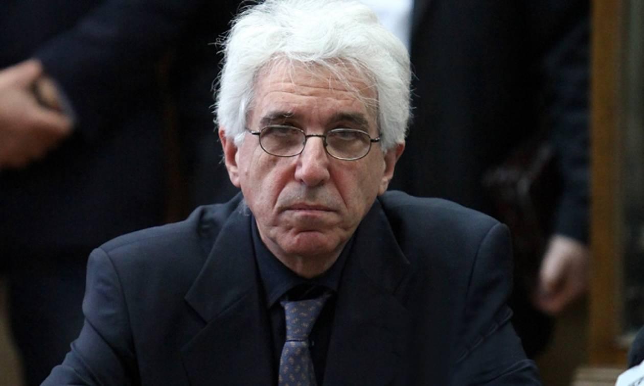 Προκλητικός ο Παρασκευόπουλος: Να αποποινικοποιηθεί το αδίκημα για το κάψιμο της σημαίας