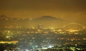 Η αιθαλομίχλη εμφανίστηκε ξανά και «πνίγει» Αθήνα και Πειραιά