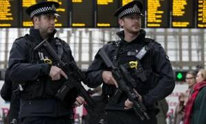 Συναγερμός στη Βρετανία: Συλλήψεις έξι υπόπτων για τρομοκρατική επίθεση μέσα στις γιορτές