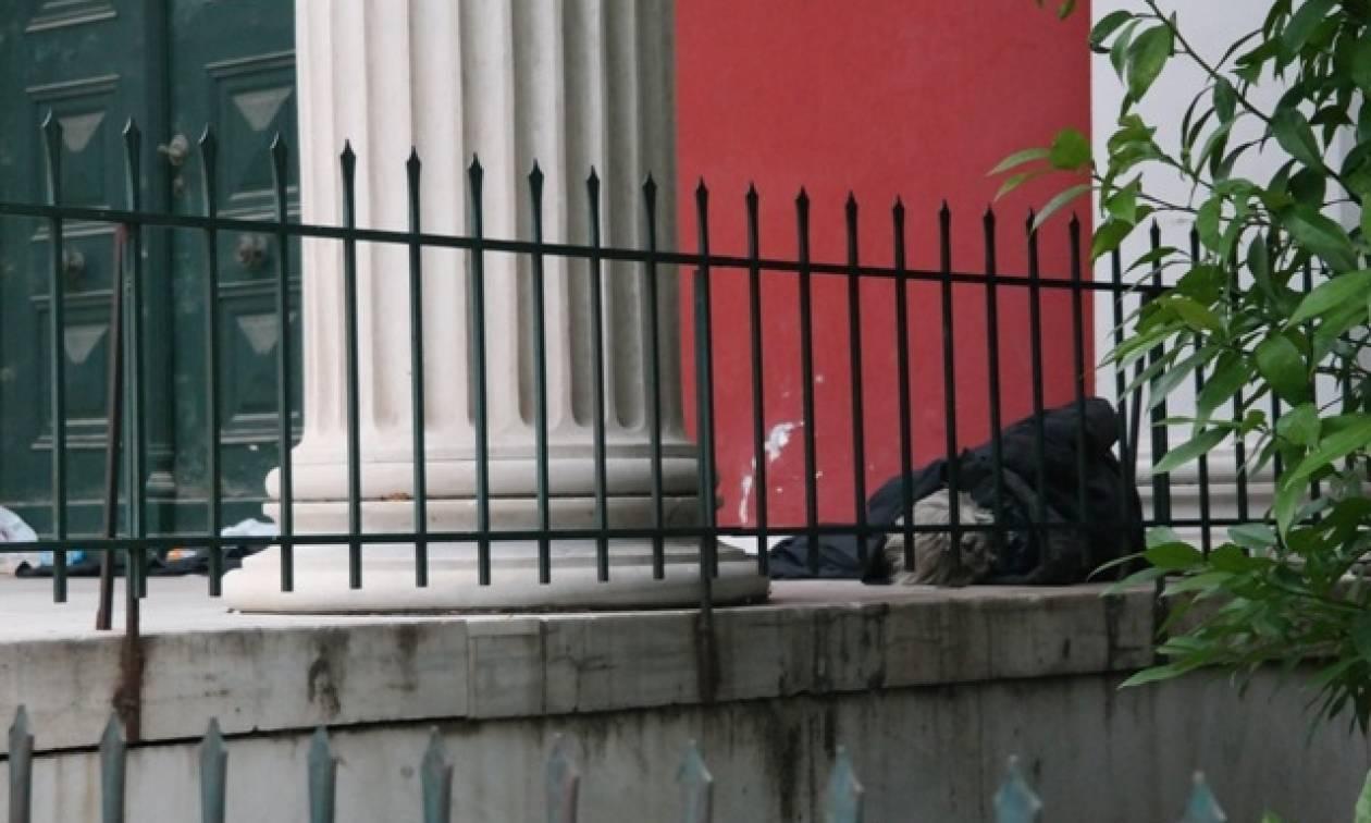Κατεστραμμένοι από την κρίση οι Έλληνες, αντιμέτωποι με περισσότερα δεινά