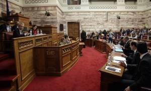 Στη Βουλή οι εξαγγελίες Τσίπρα για το έκτακτο βοήθημα