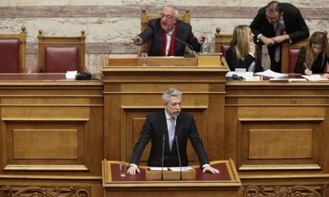 Βουλή: Άγριες κόντρες κυβέρνησης - αντιπολίτευσης για τον πτωχευτικό κώδικα
