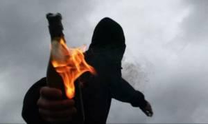 Τρόμος στην Αθήνα: Καταδρομικές επιθέσεις κουκουλοφόρων με μολότοφ και βαριοπούλες