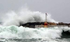 Κάσος: Πρόσκρουση επιβατικού πλοίου λόγω μποφόρ