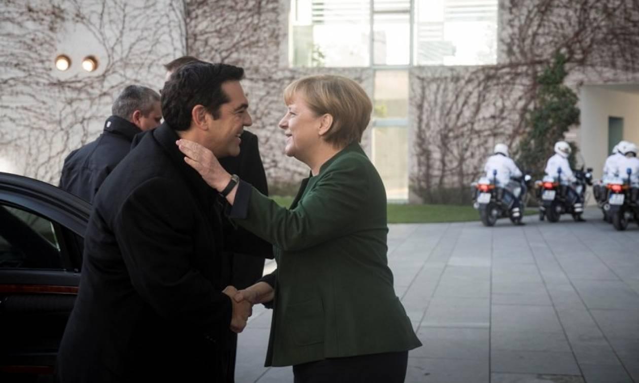 Αποκάλυψη: Τι ψιθύρισε η Μέρκελ στο... αυτί του Τσίπρα