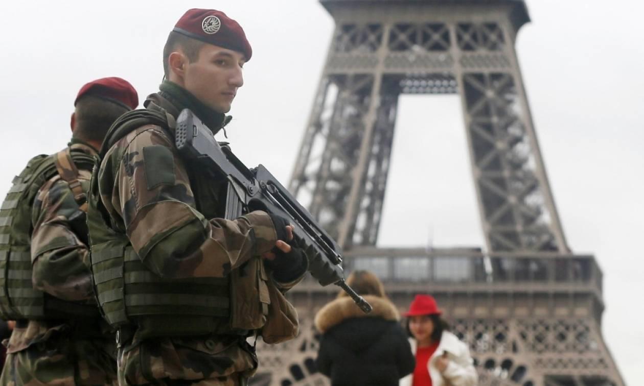 Η Γαλλία αυξάνει την ασφάλεια σε χριστουγεννιάτικες αγορές μετά την επίθεση στο Βερολίνο