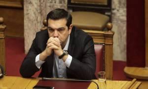 Θρίλερ με τις διαπραγματεύσεις – Έκθεση των δανειστών «αδειάζει» τον Τσίπρα