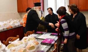 Τρόφιμα σε οικογένειες διένειμε ο Μητροπολίτης Αργολίδος