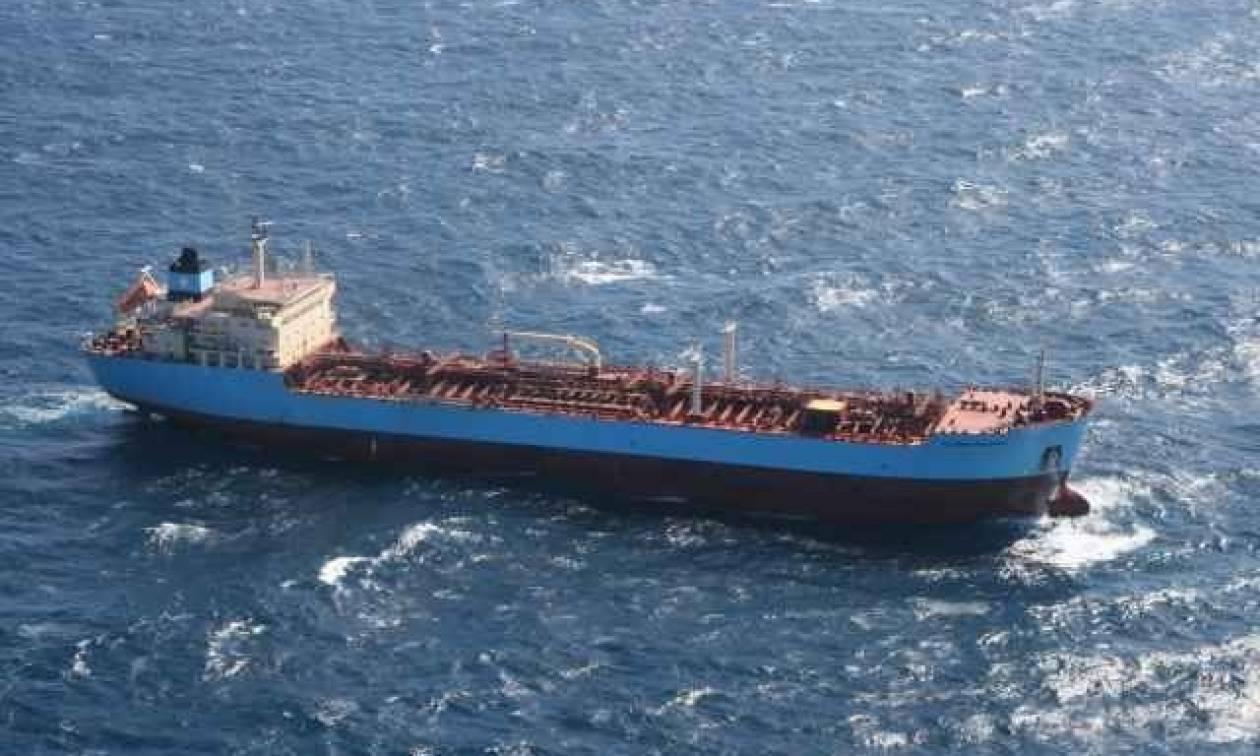 Αγωνία για το φορτηγό πλοίο που προσάραξε στην Άνδρο - Έχει πάρει επικίνδυνη κλίση