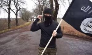 Τρόμος: Μασκοφόρος περνάει τα σύνορα Αυστρίας - Γερμανίας κρατώντας σημαία του ISIS (vid)