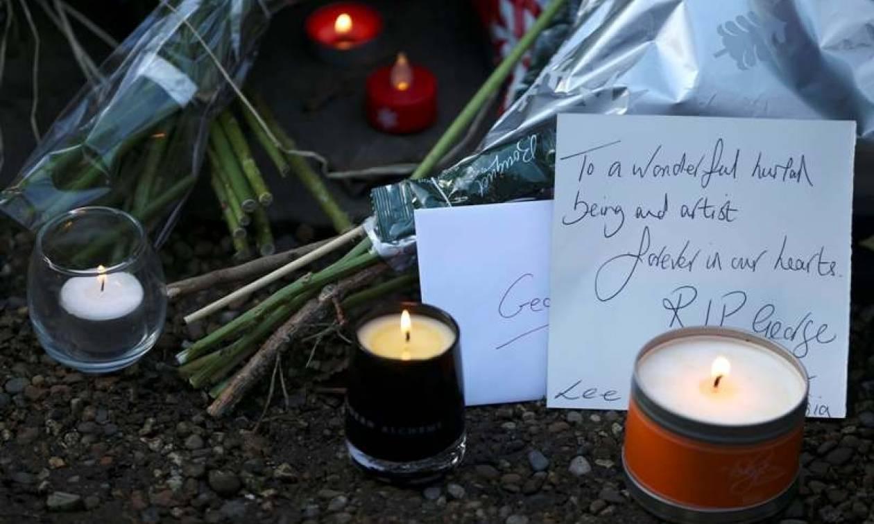 Τζορτζ Μάικλ: Συγκλονίζουν τα μηνύματα αγάπης των θαυμαστών έξω από το σπίτι του (pics+vid)