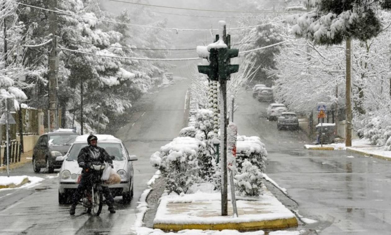Καιρός: Συμβουλές προς οδηγούς και πεζούς ενόψει της επέλασης του χιονιά