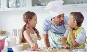 Αγαπητοί μπαμπάδες, να τι χρειάζεται πραγματικά η μητέρα των παιδιών σας, από εσάς