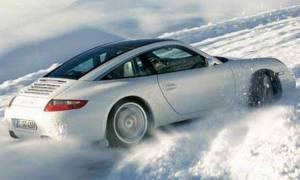 Καιρός: Πώς πρέπει να οδηγούμε και τι να κάνουμε για ασφαλή μετακίνηση σε χιόνι και πάγο