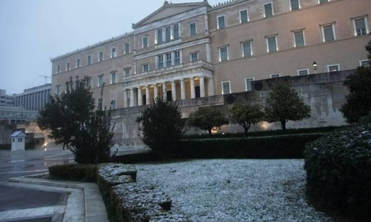 Καιρός: Χιόνια και πάλι στην Αθήνα – Το βαρομετρικό «κυκλώνει» την Αττική