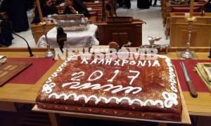 Ο Αρχιεπίσκοπος έκοψε την πρωτοχρονιάτικη πίτα (pics)