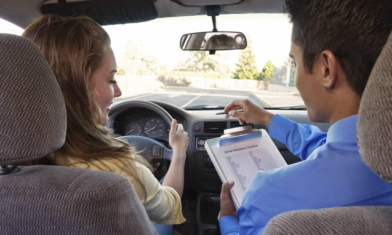 Μεγάλη Βρετανία: Ρεκόρ ωρών εκπαίδευσης για τους υποψήφιους οδηγούς πριν πάρουν δίπλωμα!