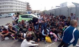 Βουλιάζουν τα νησιά του Β.Αιγαίου από εγκλωβισμένους πρόσφυγες