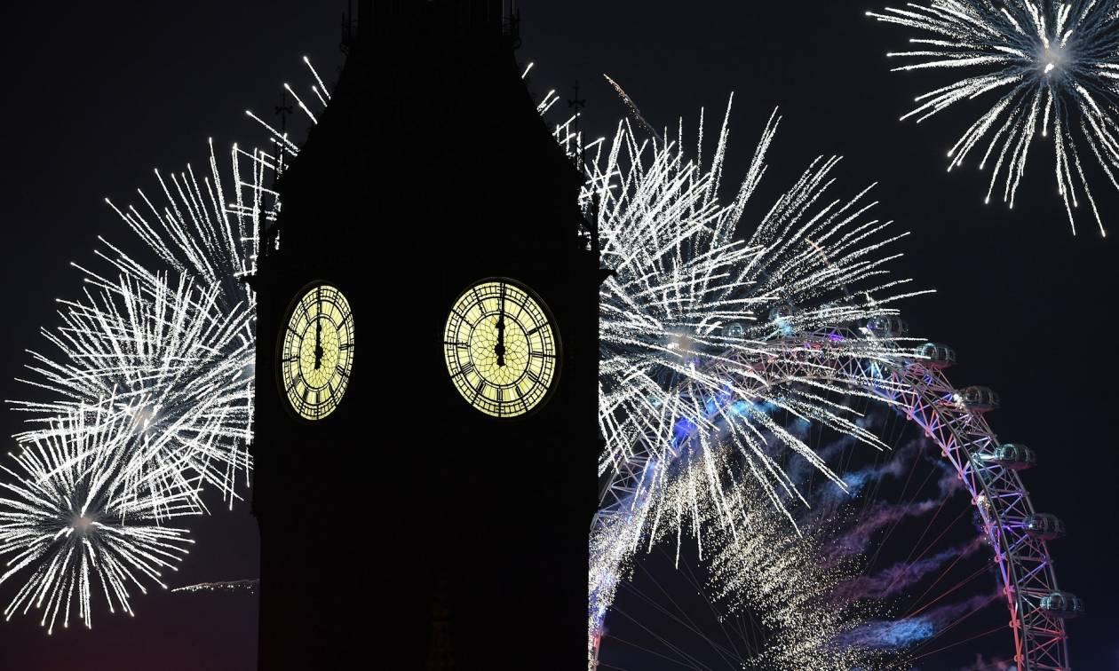 Ξημέρωσε 2017: Ο πλανήτης γιόρτασε την Πρωτοχρονιά υπό τη σκιά της τρομοκρατίας (Vids)