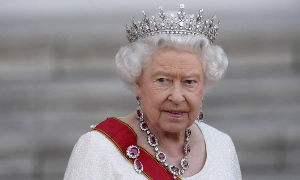 Τι θα συμβεί όταν πεθάνει η Βασίλισσα Ελισάβετ και ποιος θα τη διαδεχθεί
