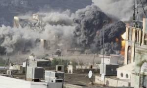 Βαρύς ο φόρος αίματος του πολέμου στην Υεμένη: Τουλάχιστον 25 νεκροί σε νέους βομβαρδισμούς