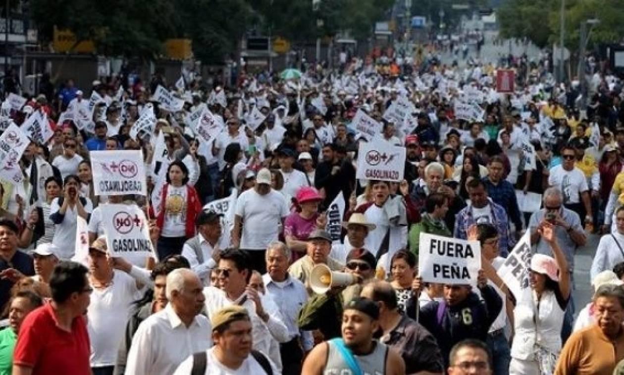 Μεξικό: Οργή για την αύξηση 20% σε βενζίνη και πετρέλαιο ντίζελ (Pics+Vid)