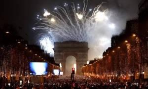 Tρελάθηκαν οι Γάλλοι! Έκαψαν εκατοντάδες αυτοκίνητα την παραμονή της Πρωτοχρονιάς