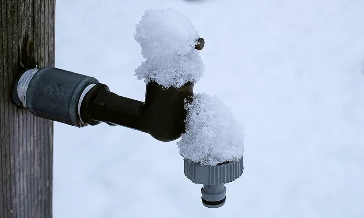 Χιόνια στην Αθήνα: Πώς θα προστατεύσετε τις σωληνώσεις του σπιτιού σας από τον παγετό