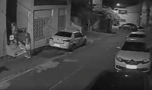 Βίντεο-ντοκουμέντο από την δολοφονία του Αμοιρίδη: Σύζυγος και κόρη μπαίνουν στο σπίτι