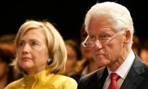 «Υπόκλιση» Μπιλ και Χίλαρι Κλίντον στον Τραμπ - Θα παρευρεθούν στην ορκωμοσία του