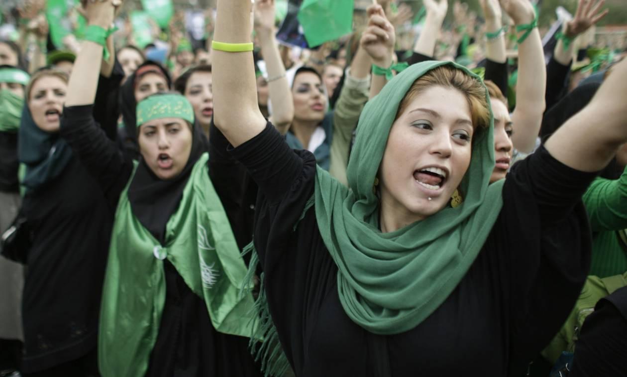 «Ο εχθρός λαός»: Εβδομήντα άνθρωποι φυλακίστηκαν για «κατασκοπεία» στο Ιράν