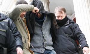 Δολοφονία παιδοψυχιάτρου - Βίντεο ντοκουμέντο: Η Θώμη Κουμπούρα στον ίδιο χώρο με τον δολοφόνο της
