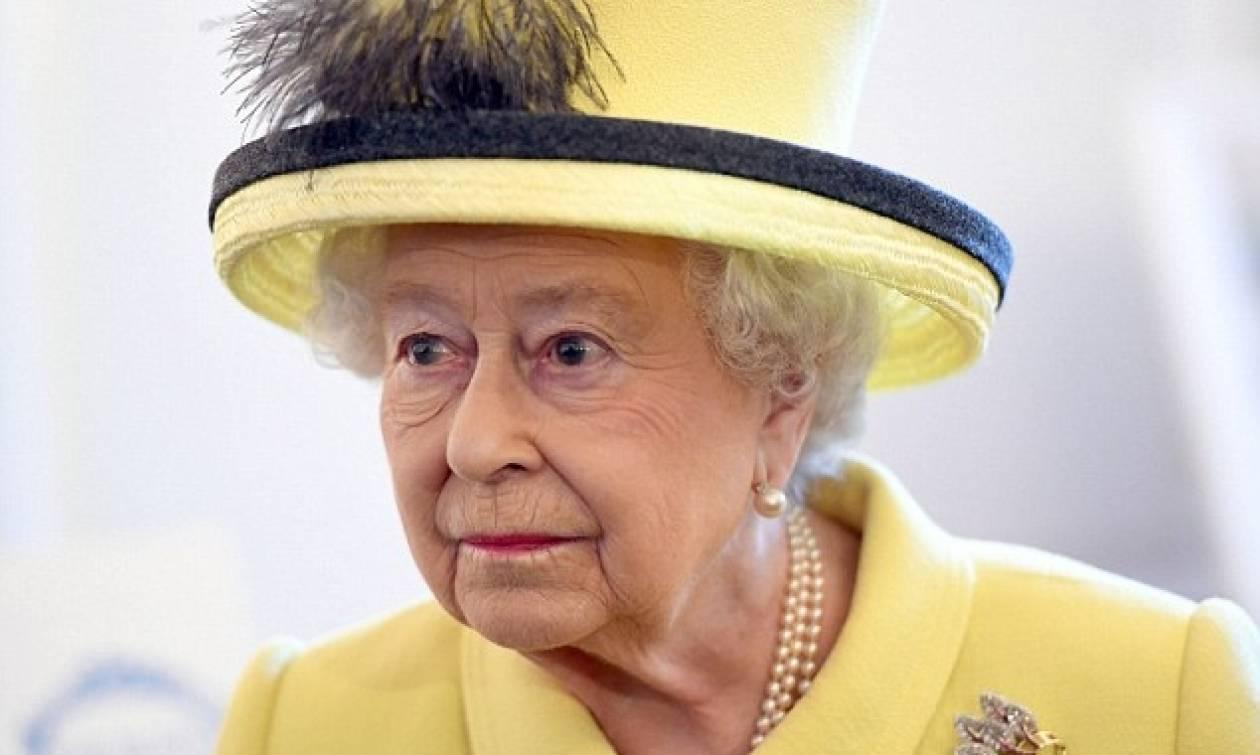 «Θαύμα» στη Βρετανία: «Αναστήθηκε» η βασίλισσα Ελισάβετ