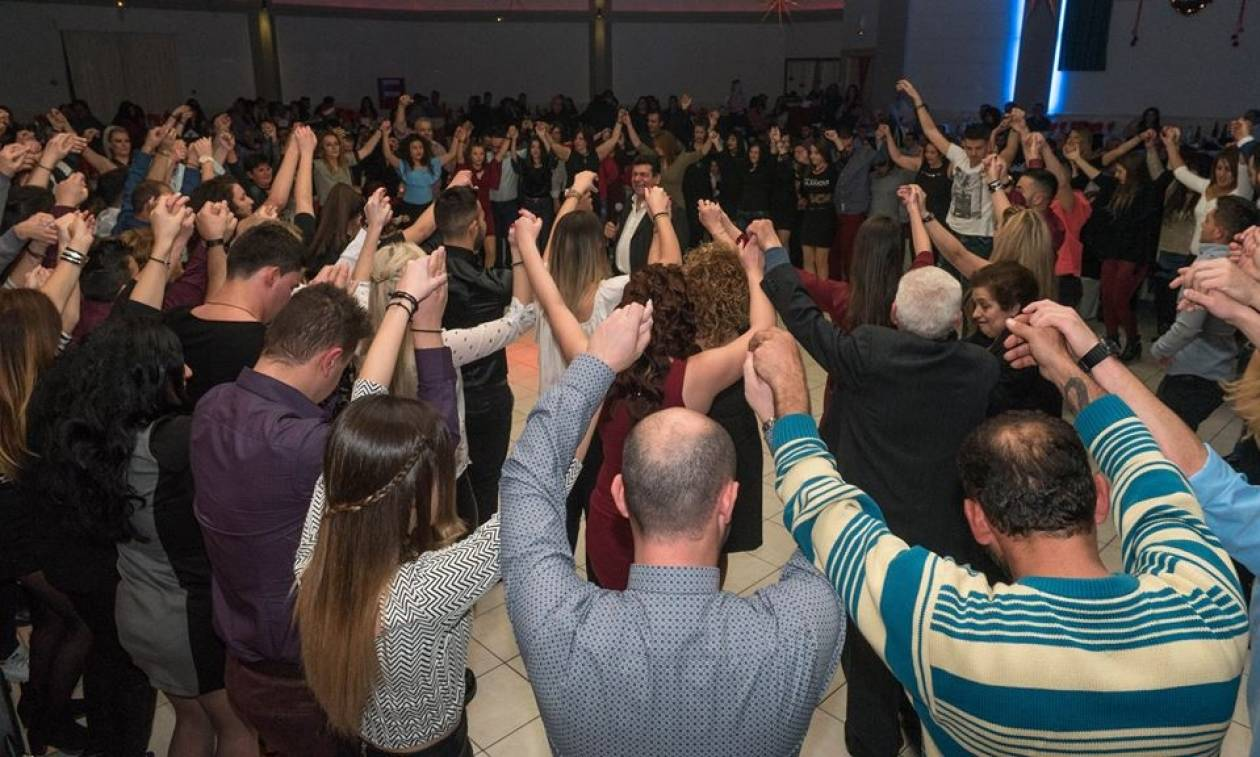 Μοναδικές στιγμές στον ετήσιο χορό της Ευξείνου Λέσχης Χαρίεσσας (Pics+Vids)