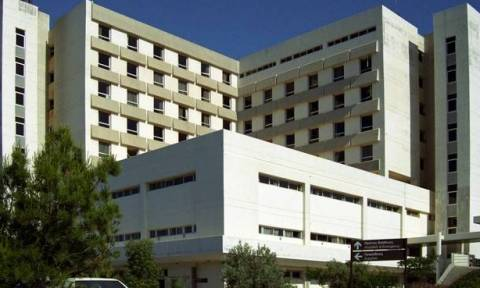 Λάρνακα: Χαμός στο Γενικό Νοσοκομείο - Εκτός ελέγχου 20χρονος φώναζε και κτυπούσε ότι έβρισκε