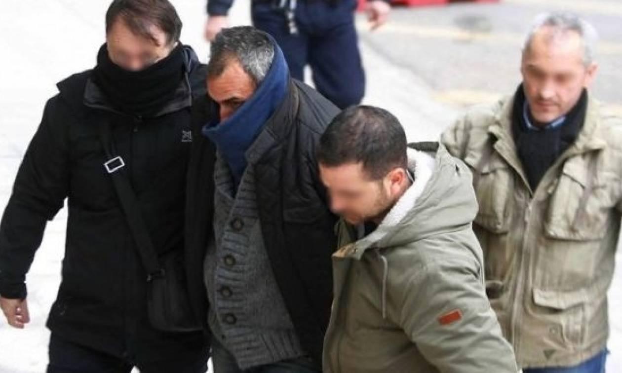 Αποτέλεσμα εικόνας για Δολοφονία παιδοψυχιάτρου - Βίντεο ντοκουμέντο: Η Θώμη Κουμπούρα στον ίδιο χώρο με τον δολοφόνο της
