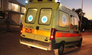 Παραλίγο τραγωδία: Αυτοκίνητο με πέντε επιβάτες «καρφώθηκε» σε κολώνα