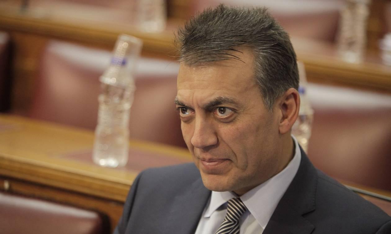 Βρούτσης εναντίον κυβέρνησης: Συνθλίβουν τους Έλληνες και βλάπτουν τη χώρα